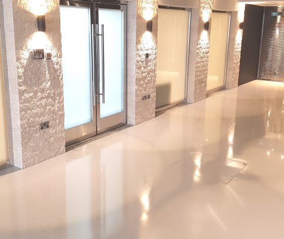 CONCRETE LOOK RESIN FLOORING VS MICROCEMENT